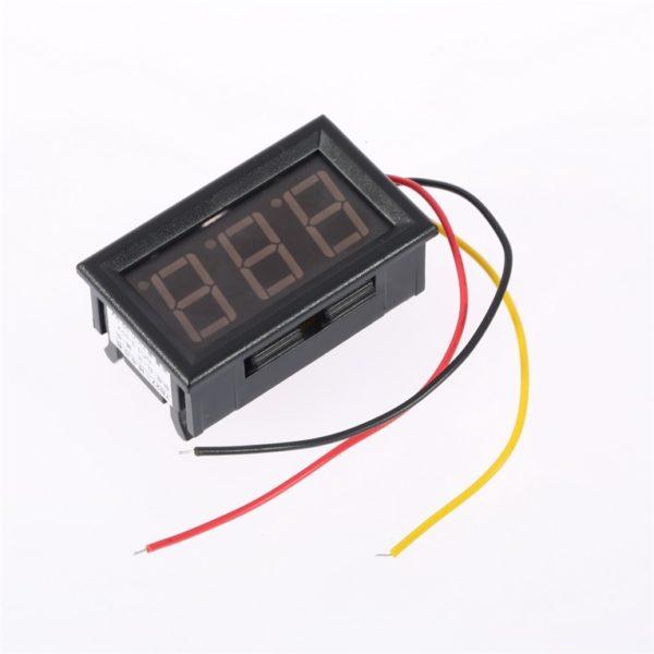 Цифровой вольтметр в корпусе с внешним пиатнием 0-100V
